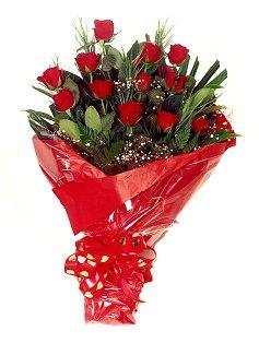 12 adet kirmizi gül buketi  Çorum çiçek siparişi vermek