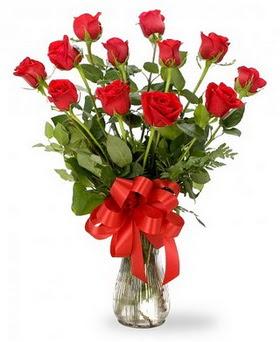 Çorum hediye çiçek yolla  12 adet kırmızı güllerden vazo tanzimi