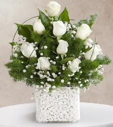 9 beyaz gül vazosu  Çorum ucuz çiçek gönder