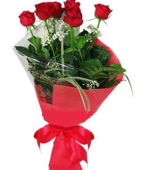 5 adet kırmızı gülden buket  Çorum yurtiçi ve yurtdışı çiçek siparişi