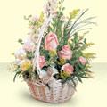 Çorum hediye sevgilime hediye çiçek  sepette pembe güller