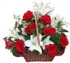sepette gül ve kazablankalar   Çorum internetten çiçek satışı