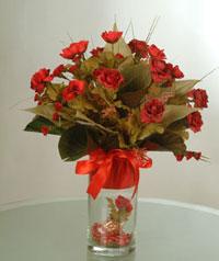 yapay güllerden vazo  9 gül  Çorum anneler günü çiçek yolla
