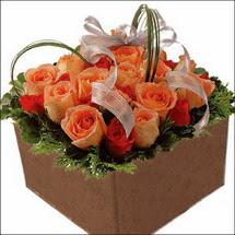 kare sandikta 11 gülllerden   Çorum internetten çiçek satışı