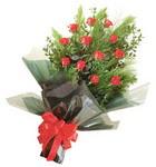 12 adet kirmizi gül buketi   Çorum internetten çiçek satışı