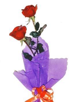 2  adet kirmizi gül buketi   Çorum hediye çiçek yolla