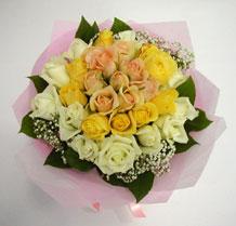sari ve beyaz gül karisimda   Çorum hediye çiçek yolla