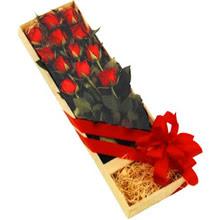kutuda 12 adet kirmizi gül   Çorum çiçekçi telefonları