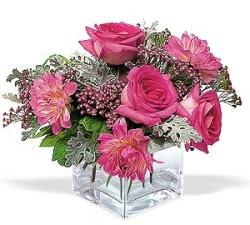 Çorum 14 şubat sevgililer günü çiçek  cam içerisinde 5 gül 7 gerbera çiçegi