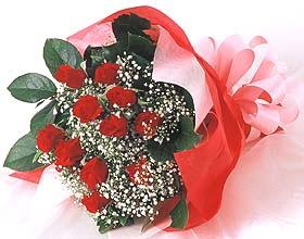 12 adet kirmizi gül buketi  Çorum uluslararası çiçek gönderme