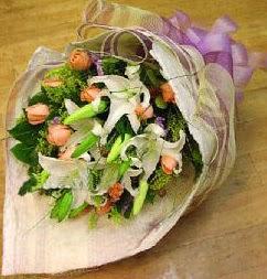 Çorum internetten çiçek siparişi  11 ADET GÜL VE 1 ADET KAZABLANKA