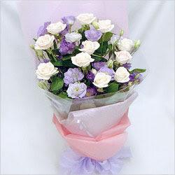 Çorum internetten çiçek siparişi  BEYAZ GÜLLER VE KIR ÇIÇEKLERIS BUKETI