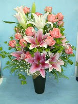 Çorum internetten çiçek siparişi  cam vazo içerisinde 21 gül 1 kazablanka