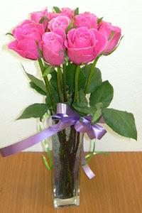 cam vazo içerisinde 11 adet gül  Çorum internetten çiçek siparişi