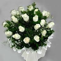 Çorum çiçek siparişi sitesi  11 adet beyaz gül buketi ve bembeyaz amnbalaj