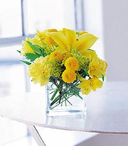 Çorum çiçekçi mağazası  sarinin sihri cam içinde görsel sade çiçekler