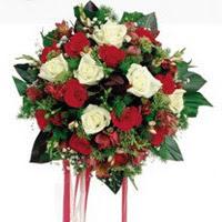 Çorum çiçekçi mağazası  6 adet kirmizi 6 adet beyaz ve kir çiçekleri buket