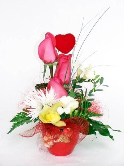 Çorum çiçekçi mağazası  cam içerisinde 3 adet gül ve kir çiçekleri