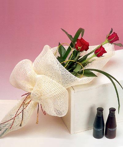 3 adet kalite gül sade ve sik halde bir tanzim  Çorum online çiçek gönderme sipariş
