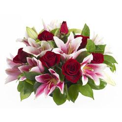 güller ve kazablnaklardan aranjman  Çorum çiçek online çiçek siparişi