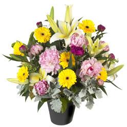 karisik mevsim çiçeklerinden vazo tanzimi  Çorum anneler günü çiçek yolla