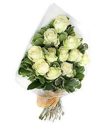 Çorum İnternetten çiçek siparişi  12 li beyaz gül buketi.