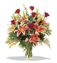 Çorum kaliteli taze ve ucuz çiçekler  Pembe Lilyum ve Gül