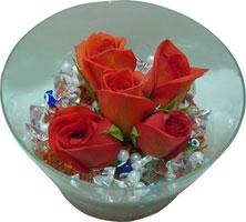 Çorum hediye sevgilime hediye çiçek  5 adet gül ve cam tanzimde çiçekler