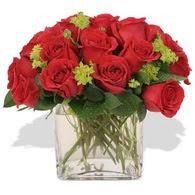 Çorum çiçek , çiçekçi , çiçekçilik  10 adet kirmizi gül ve cam yada mika vazo