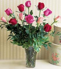 Çorum güvenli kaliteli hızlı çiçek  12 adet karisik renkte gül cam yada mika vazoda