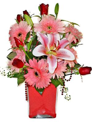 Çorum uluslararası çiçek gönderme  karisik cam yada mika vazoda mevsim çiçekleri mevsim demeti