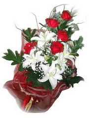 Çorum yurtiçi ve yurtdışı çiçek siparişi  5 adet kirmizi gül 1 adet kazablanka çiçegi buketi