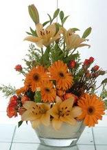 Çorum kaliteli taze ve ucuz çiçekler  cam yada mika vazo içinde karisik mevsim çiçekleri