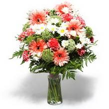 Çorum çiçek siparişi vermek  cam yada mika vazo içerisinde karisik demet çiçegi