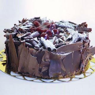 pasta yolla 4 ile 6 kisilik visneli çikolatali yas pasta  Çorum çiçekçiler