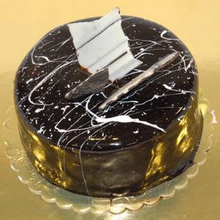 pasta gönder 4 ile 6 kisilik parça çikolatali yaspasta  Çorum online çiçek gönderme sipariş
