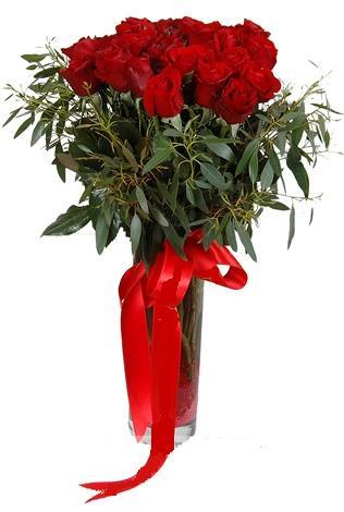 15 adet kirmizi gül cam vazo içerisinde  Çorum internetten çiçek siparişi