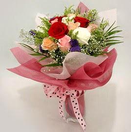 Karisik renklerde 11 adet gül buketi  Çorum çiçek satışı