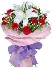 9 adet kirmizi gül 1 adet kazablanka buketi  Çorum internetten çiçek satışı