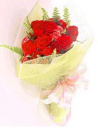 9 adet kirmizi gül buketi  Çorum uluslararası çiçek gönderme