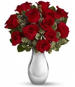 Çorum cicek , cicekci   vazo içerisinde 11 adet kırmızı gül tanzimi