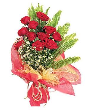 Çorum çiçek yolla  11 adet kırmızı güllerden buket modeli