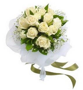 Çorum İnternetten çiçek siparişi  11 adet benbeyaz güllerden buket