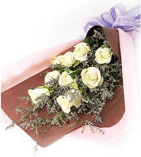 Çorum uluslararası çiçek gönderme  9 adet beyaz gülden görsel buket çiçeği