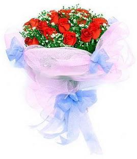 Çorum çiçekçiler  11 adet kırmızı güllerden buket modeli