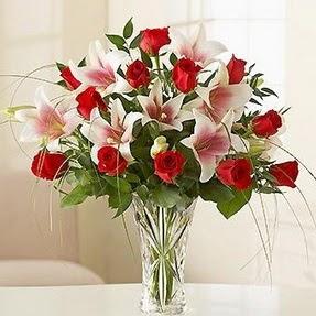 Çorum güvenli kaliteli hızlı çiçek  12 adet kırmızı gül 1 dal kazablanka çiçeği
