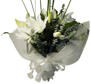 Çorum internetten çiçek satışı  2 dal kazablanka çiçek buketi