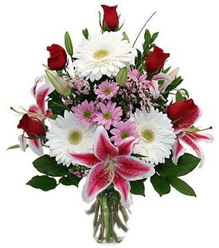 Çorum güvenli kaliteli hızlı çiçek  1 dal kazablanka 5 gül ve kırçiçeği vazosu