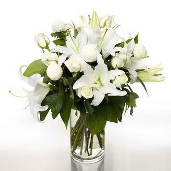 Çorum çiçek gönderme  1 dal cazablanca 7 adet beyaz gül vazosu