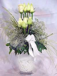 Çorum cicekciler , cicek siparisi  9 adet vazoda beyaz gül - sevdiklerinize çiçek seçimi